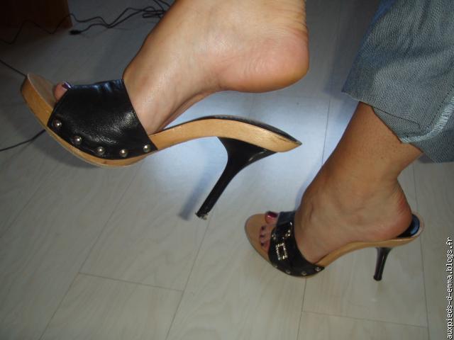 Fétiche des pieds tube rouge